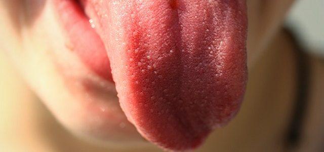 Cepillarse la lengua, un hábito indispensable.