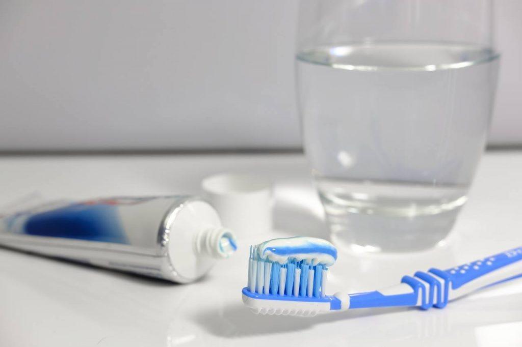 Como cuidar la prótesis para su correcta higiene alargando su duración